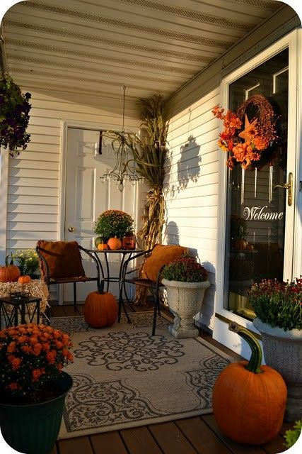 Halloween deck decorating ideas for Fall patio decorating ideas